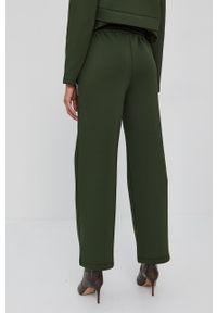 Silvian Heach - Spodnie. Kolor: zielony. Materiał: dzianina