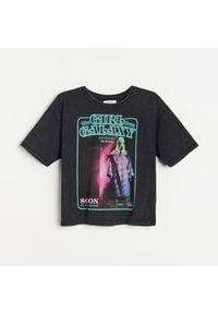 Reserved - Bawełniana koszulka oversize z nadrukiem - Szary. Kolor: szary. Materiał: bawełna. Wzór: nadruk