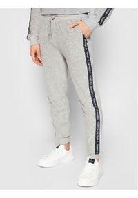 TOMMY HILFIGER - Tommy Hilfiger Spodnie dresowe Track UM0UM01921 Szary Regular Fit. Kolor: szary. Materiał: dresówka