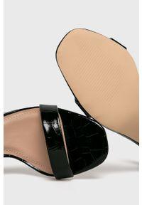 Czarne sandały Truffle Collection na klamry