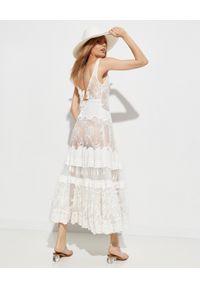GADO GADO - Koronkowa sukienka maxi. Kolor: biały. Materiał: koronka. Długość rękawa: na ramiączkach. Wzór: haft, aplikacja, koronka. Styl: elegancki. Długość: maxi