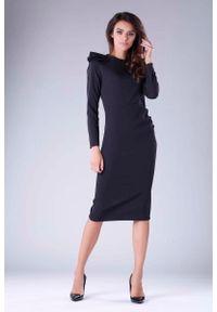 Czarna sukienka wizytowa Nommo z falbankami