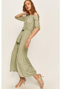 Miętowa sukienka ANSWEAR na co dzień, prosta, casualowa, z dekoltem typu hiszpanka