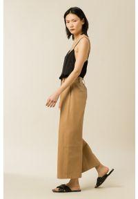 IVY & OAK - Bluzka Tilda. Kolor: czarny. Materiał: włókno, wiskoza, satyna, materiał. Długość rękawa: na ramiączkach. Wzór: ze splotem