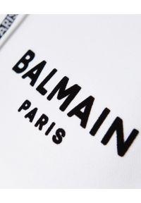 Balmain - BALMAIN - Krótka bluza z logo. Okazja: na co dzień. Typ kołnierza: kaptur. Kolor: biały. Materiał: dresówka, bawełna. Długość: krótkie. Styl: sportowy, casual
