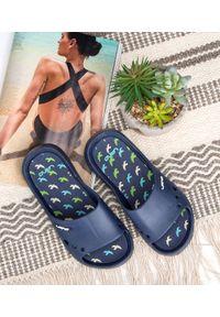 Niebieskie klapki na basen LANO w kolorowe wzory, młodzieżowe, na plażę
