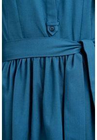 Marie Zélie - Sukienka Aglaia ciemna zieleń. Typ kołnierza: kołnierzyk stójkowy. Materiał: bawełna, wiskoza, skóra, materiał