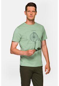 Lancerto - Koszulka Pistacjowa Leon. Okazja: na co dzień. Kolor: zielony. Materiał: włókno, materiał, bawełna. Wzór: aplikacja, nadruk. Sezon: lato. Styl: klasyczny, casual, retro