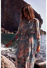Style - Ekskluzywna szyfonowa sukienka w kwiaty. Okazja: na randkę, na imprezę. Materiał: szyfon. Wzór: kwiaty. Sezon: lato. Styl: wizytowy