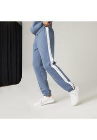 NYAMBA - Spodnie dresowe męskie Nyamba Gym & Pilates. Materiał: bawełna, materiał, poliester. Wzór: paski. Sport: joga i pilates