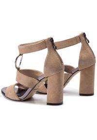Beżowe sandały Karino z aplikacjami