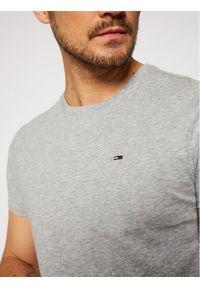 Tommy Jeans T-Shirt DM0DM04411 Szary Regular Fit. Kolor: szary
