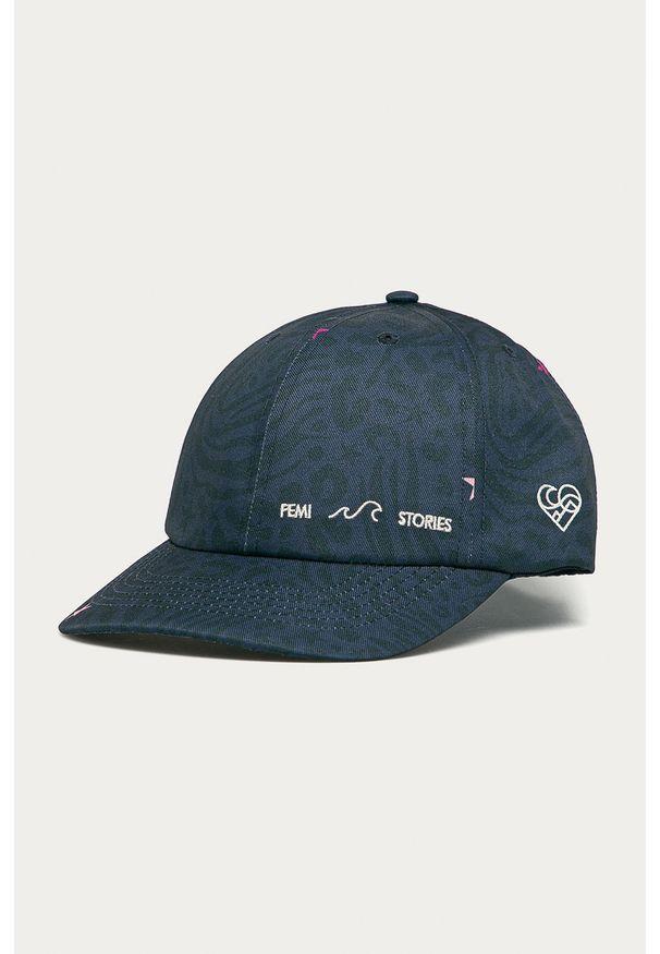 Niebieska czapka z daszkiem Femi Stories z aplikacjami