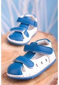 Casu - niebieskie sandały niemowlęce niechodki ze skórzaną wkładką na rzepy casu fx85. Zapięcie: rzepy. Kolor: niebieski, biały, wielokolorowy. Materiał: skóra