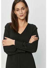 Vero Moda - Sukienka. Kolor: czarny. Długość rękawa: długi rękaw. Typ sukienki: rozkloszowane