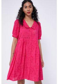 medicine - Medicine - Sukienka Essential. Kolor: różowy. Materiał: tkanina. Długość rękawa: krótki rękaw. Wzór: gładki. Typ sukienki: rozkloszowane