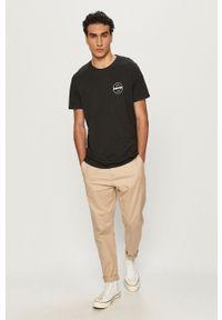 Levi's® - Levi's - T-shirt. Okazja: na spotkanie biznesowe. Kolor: czarny. Materiał: dzianina, skóra, materiał. Styl: biznesowy