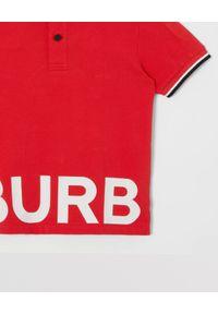 BURBERRY CHILDREN - Czerwona koszulka polo z nadrukiem 4 -14 lat. Typ kołnierza: polo. Kolor: czerwony. Materiał: bawełna. Długość rękawa: krótki rękaw. Wzór: nadruk. Sezon: lato. Styl: klasyczny #3