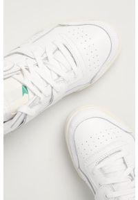 Białe buty sportowe Reebok Classic na obcasie, z okrągłym noskiem, na średnim obcasie