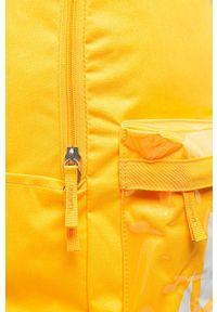 Żółty plecak Nike z nadrukiem