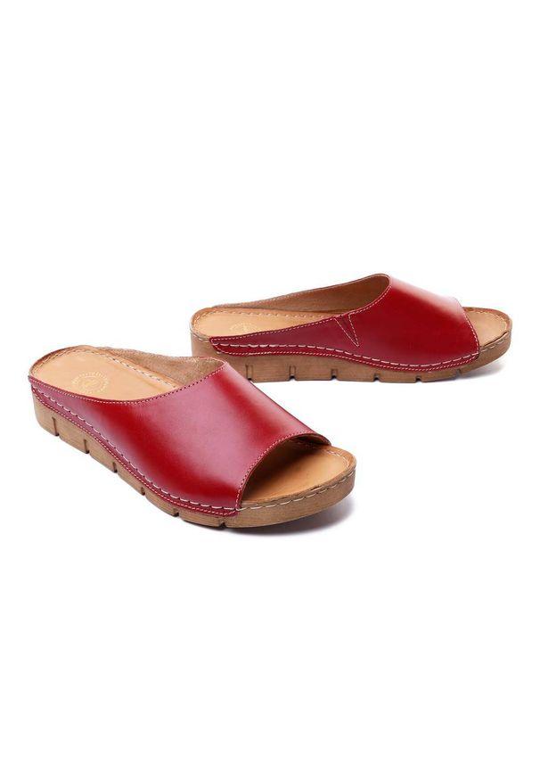 Łukbut - ŁUKBUT 1434 czerwony, klapki damskie. Kolor: czerwony. Materiał: skóra, guma. Obcas: na koturnie