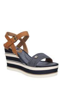 Niebieskie sandały Wrangler na lato, w kolorowe wzory