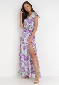 Born2be - Fioletowa Sukienka Acsesi. Typ kołnierza: kołnierz z falbankami. Kolor: fioletowy. Materiał: tkanina, materiał. Wzór: kwiaty. Typ sukienki: kopertowe. Długość: maxi