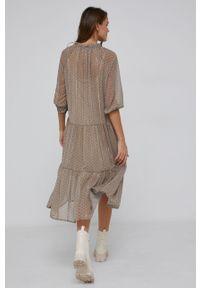 Answear Lab - Sukienka. Kolor: beżowy. Materiał: tkanina. Długość rękawa: raglanowy rękaw. Typ sukienki: rozkloszowane. Styl: wakacyjny