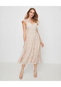 Beżowa sukienka Pinko casualowa, w koronkowe wzory, na lato