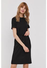 Calvin Klein - Sukienka. Okazja: na co dzień. Kolor: czarny. Materiał: poliester. Typ sukienki: proste. Styl: casual