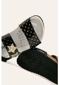 Czarne sandały Geox na rzepy, na obcasie