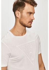 Guess - T-shirt. Okazja: na co dzień. Kolor: biały. Materiał: bawełna, dzianina. Wzór: aplikacja. Styl: casual