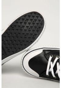 Czarne tenisówki Karl Lagerfeld z okrągłym noskiem, klasyczne, na sznurówki
