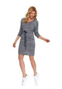 Szara sukienka TOP SECRET w kolorowe wzory, na co dzień