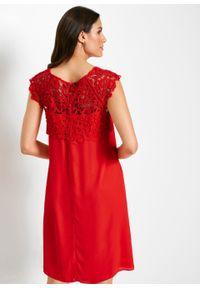 Sukienka szyfonowa z koronką bonprix czerwony sygnałowy. Kolor: czerwony. Materiał: szyfon, koronka. Wzór: koronka