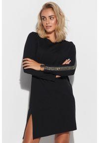 Makadamia - Asymetryczna Krótka Sukienka z Błyszczącymi Lampasami. Materiał: poliester, nylon. Typ sukienki: asymetryczne. Długość: mini