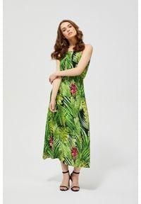 MOODO - Sukienka z motywem roślinnym. Okazja: do pracy, na plażę, na co dzień. Materiał: wiskoza. Wzór: nadruk. Typ sukienki: proste. Styl: casual. Długość: maxi