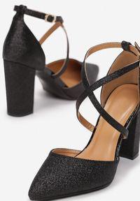 Born2be - Czarne Czółenka Asilis. Okazja: na wesele, na ślub cywilny, na imprezę, na randkę. Nosek buta: otwarty. Zapięcie: klamry. Kolor: czarny. Wzór: paski. Obcas: na obcasie. Wysokość obcasa: wysoki
