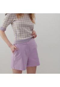 Reserved - Gładkie szorty - Fioletowy. Kolor: fioletowy. Wzór: gładki
