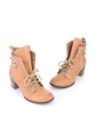 Zapato - botki - skóra naturalna - model 451 - kolor camelowy. Wysokość cholewki: za kostkę. Materiał: skóra. Sezon: jesień, wiosna, zima. Obcas: na obcasie. Styl: boho, klasyczny, elegancki, rockowy. Wysokość obcasa: średni