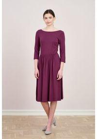 Marie Zélie - Sukienka Limosa śliwkowa. Materiał: wiskoza, dzianina, materiał, elastan. Długość: midi