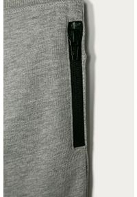 Szare spodnie dresowe Name it gładkie