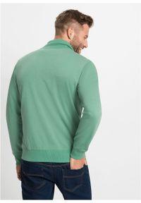 Bluza rozpinana ze stójką bonprix zielony szałwiowy. Typ kołnierza: kołnierzyk stójkowy. Kolor: zielony. Wzór: nadruk