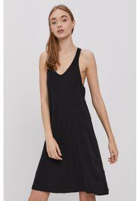 Protest - Sukienka. Kolor: czarny. Materiał: dzianina. Długość rękawa: na ramiączkach. Wzór: gładki. Typ sukienki: rozkloszowane #1