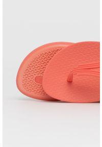 Ipanema - Sandały. Zapięcie: klamry. Kolor: różowy. Materiał: materiał, guma. Wzór: gładki. Obcas: na obcasie. Wysokość obcasa: niski