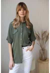 Nommo - Koszulowa Bluzka Oversize z Rękawem do Łokcia - Khaki. Kolor: brązowy. Materiał: poliester