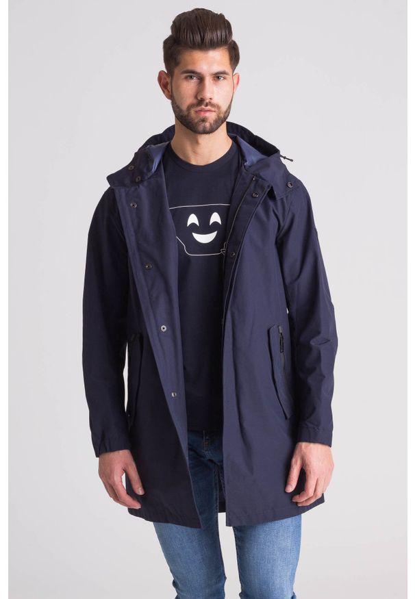 Emporio Armani - Granatowy wodoodporny płaszcz męski. Kolor: niebieski. Materiał: wełna