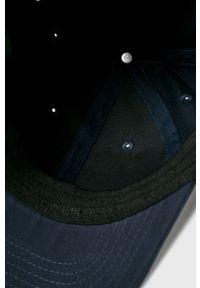 Niebieska czapka z daszkiem Mustang