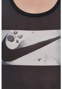 Nike - T-shirt. Kolor: szary. Materiał: włókno, skóra, tkanina. Wzór: nadruk