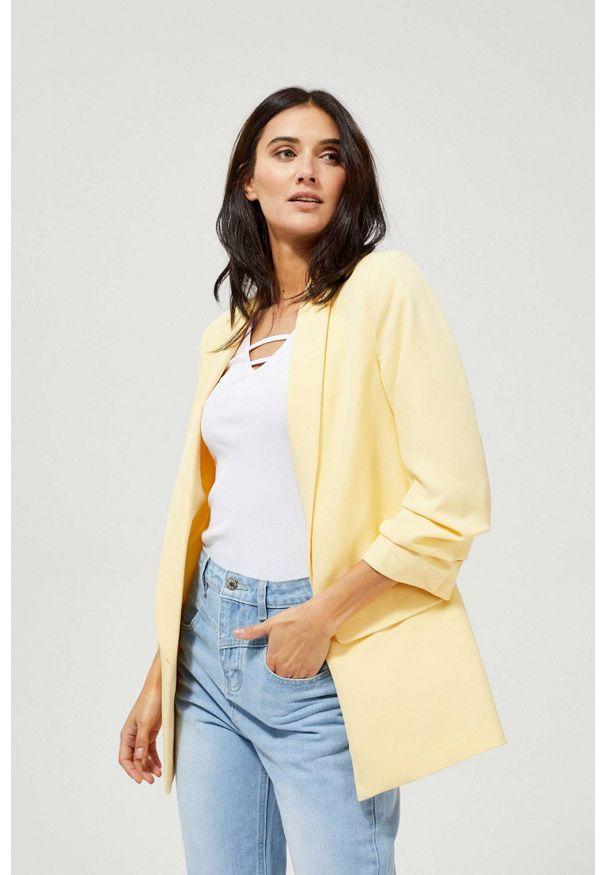 MOODO - Marynarka z marszczonymi rękawami żółta. Okazja: do pracy. Kolor: żółty. Materiał: elastan, poliester. Wzór: gładki. Styl: elegancki